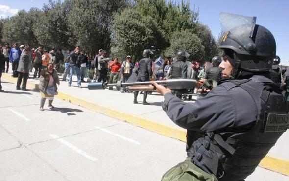 Tintaya protest police