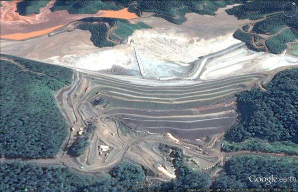 Fundão dam at the Samarco mine in 2013